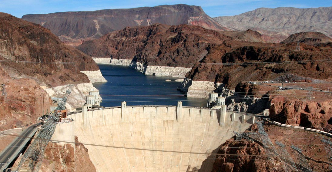 You will have a photo stop at Hoover Dam on your bus tour