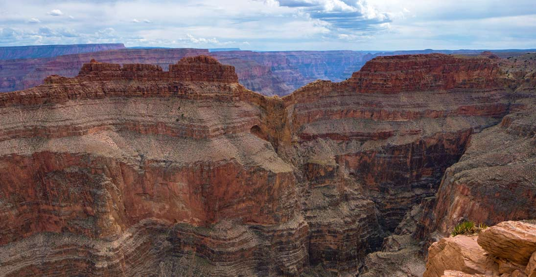 Experience the Grand Canyon and Eagle Point on this sightseeing tour